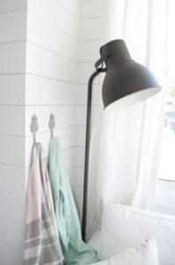 Blanket hooks, hektar lamp, shiplap